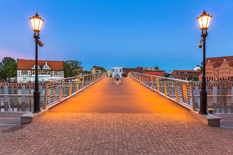 Latarnie oświetlenie mostu