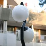 latarnia z podwójnymi kulami kloszami